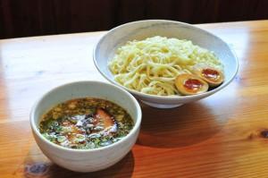 味玉塩つけ麺(830円+税)